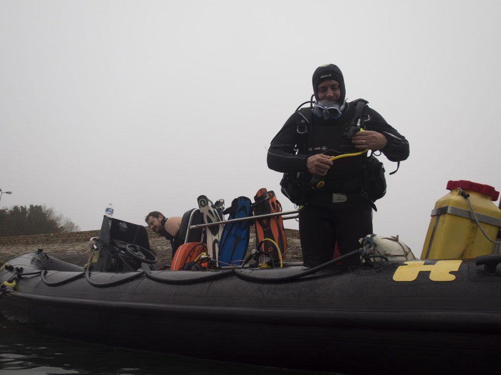 Plongeur préoccupé